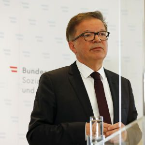 Очільник МОЗ Австрії йде у відставку: боротьба з пандемією позначилася на здоров'ї