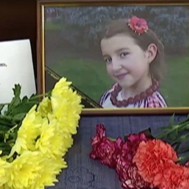 Жорстоке вбивство 10-річної дівчинки під Києвом: суд за півроку не спромігся бодай на одне засідання