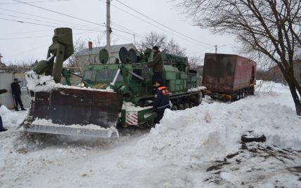 Із снігових заметів на дорогах України визволили майже 16 тисяч людей