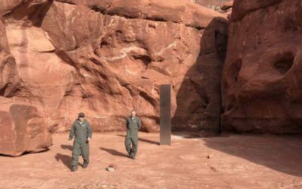 Загадковий моноліт, що знайшли у США посеред пустелі, таємниче зник