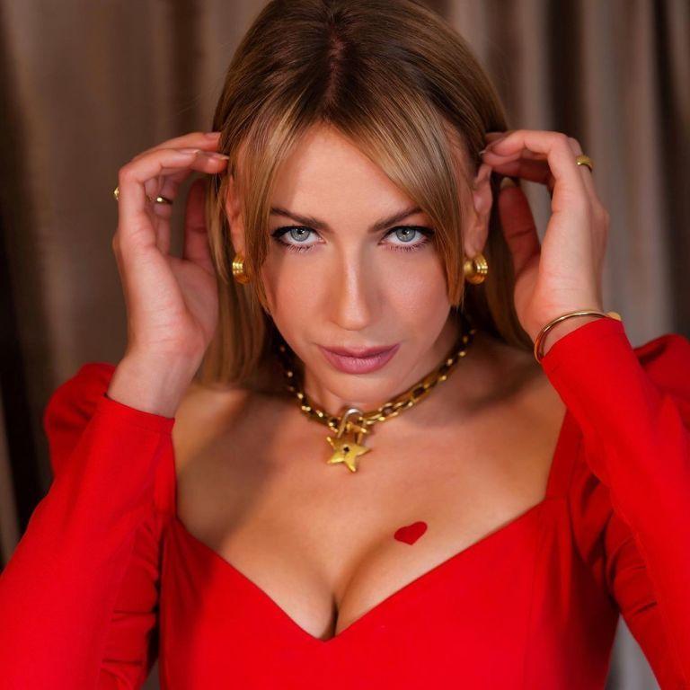 """Лесю Нікітюк """"зламали"""", запостили її інтимні фото та переписку з """"Холостяком"""""""