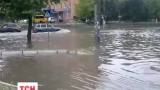 Волна мощных ливней движется Украиной