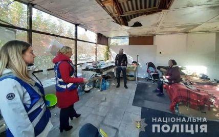 В Киеве полицейские обнаружили в заброшенном помещении 4-месячную девочку: фото