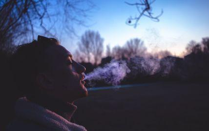 Уряд пропонує заборонити куріння електронних цигарок у громадських місцях