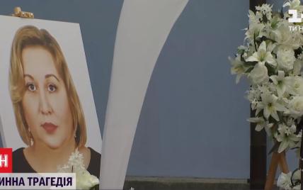 У Києві відспівали померлу від COVID-19 Діану Родікову: з ким залишаться її осиротілі 13 дітей