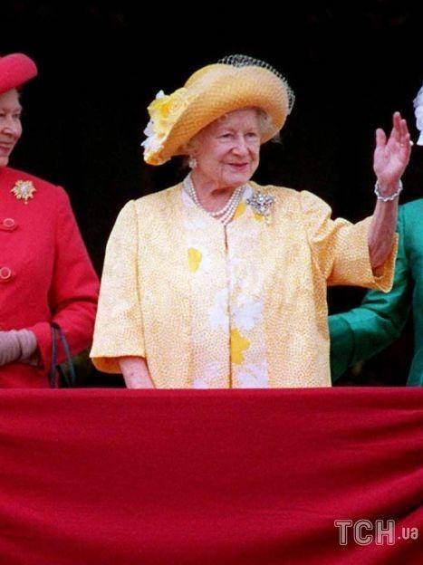 Королева Елизавета II с матерью Елизаветой Боуз-Лайон и сестрой принцессой Маргарет / © Getty Images