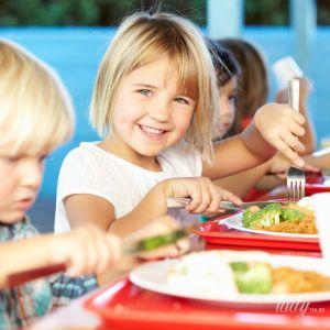 Шкільне харчування: чим годують дітей у навчальних закладах різних країн світу