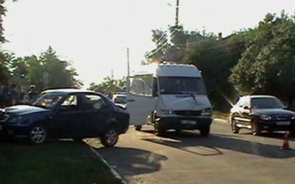 На Киевщине в столкновении автобуса с легковушкой пострадали дети