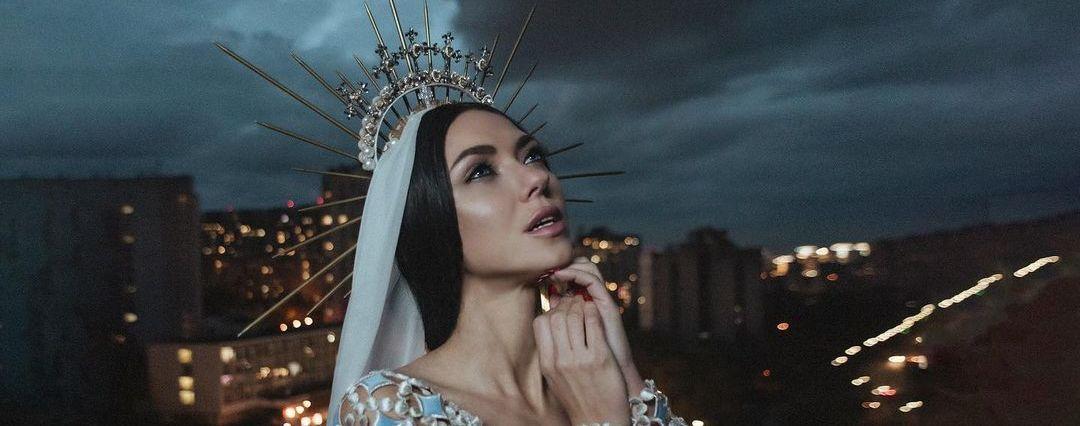 """Після розпаду """"НЕАНГЕЛІВ"""" Віка Смеюха в образі княгині оголосила про початок сольної кар'єри"""