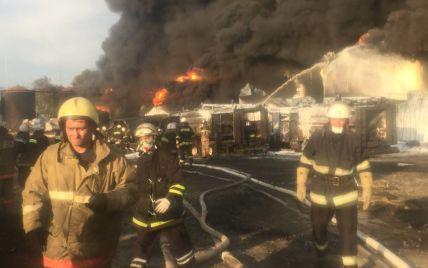 Спасатели ликвидировали очаги возгорания на нефтебазе под Васильковом