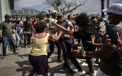 Маштабні антиурядові протести на Кубі: влада відключила майже всі соцмережі