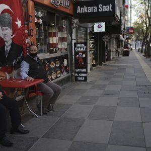 Дезинфекция всех поверхностей и специальные номера для больных: в Турции готовятся встречать украинских туристов