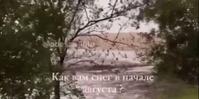"""Природные катаклизмы лета: трассу """"Одесса-Николаев"""" засыпало снегом (видео)"""