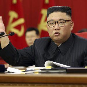 Ким Чен Ын признал, что КНДР грозит дефицит еды: люди продают мебель для спасения семей от голода