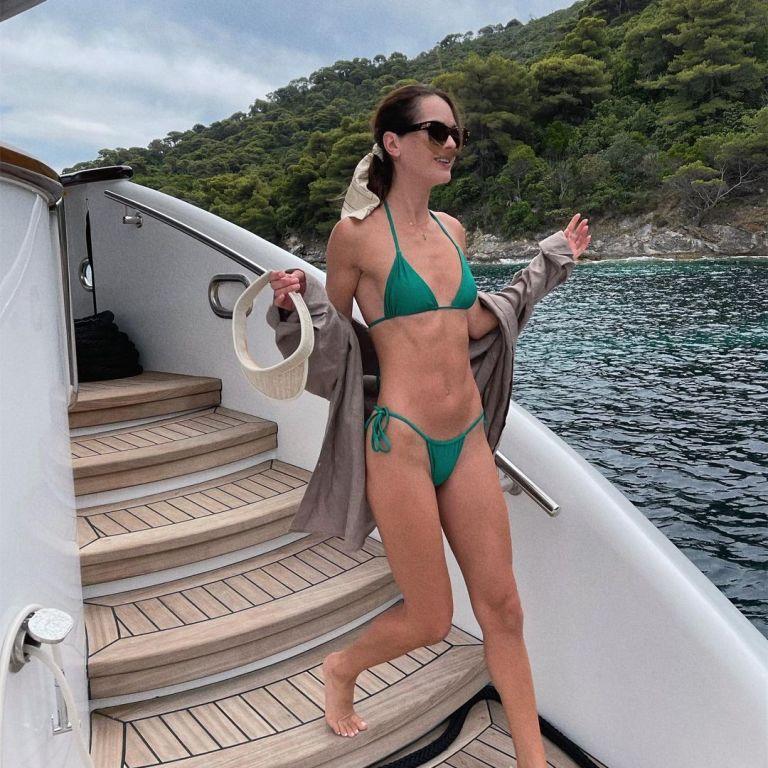 В бікіні на яхті: Олеся Стефанко показала нові кадри з відпустки