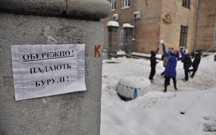Бурулькова навала у столиці: кому дзвонити, аби під будинком було безпечно ходити