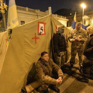 Аваков и Семенченко отреагировали на слова регионала-беглеца Олийныка о финансировании палаток под ВР