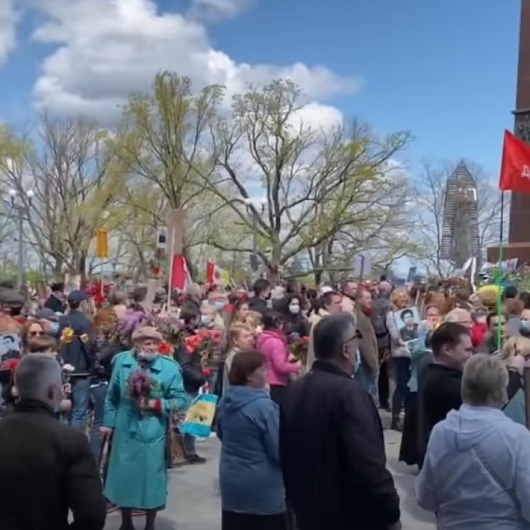 """""""Це російське місто!"""": в Одесі відбулися сутички між учасниками """"Безсмертного полку"""" і копами"""