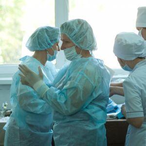 Шмыгаль рассказал, сколько за сентябрь медики получили доплаты от правительства
