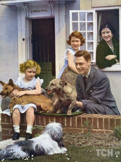 Принцесса Елизавета II с семьей / © Getty Images