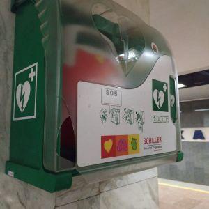 В Киеве вандалы повредили дефибрилляторы в метро