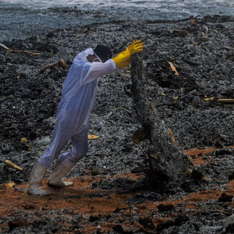 Пожежа на Шрі-Ланці: влада називає ситуацію найбільшим забрудненням пляжів країни в історії (фото)