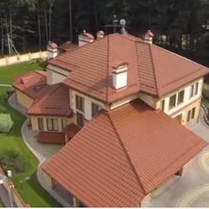 У Мережі з'явилося відео розкішного будинку СБУшника, якого вдарив Парасюк