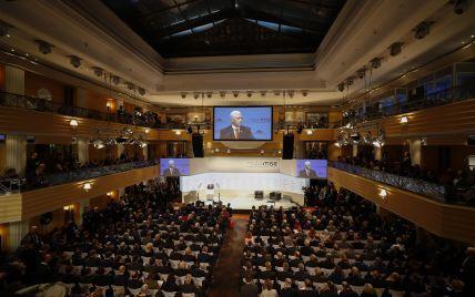 """Голова Мюнхенської конференції порадив """"не сприймати так жахливо серйозно"""" запропонований план Україні"""