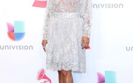 Джада Пинкетт-Смит показала грудь на красной дорожке Latin Grammy Awards