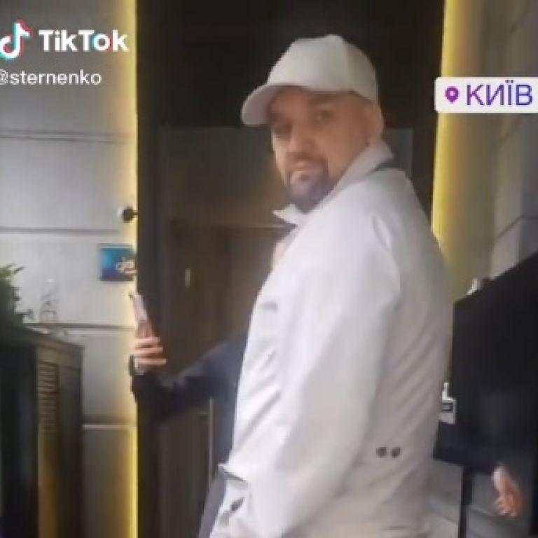 У Києві охорона російського репера Басти накинулись на українця через фразу про Крим: відео