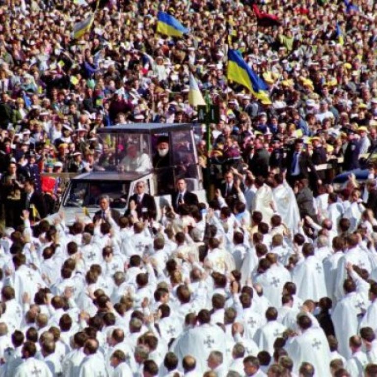 Во Львов привезут мощи Папы Римского Иоанна Павла II: где можно будет их увидеть