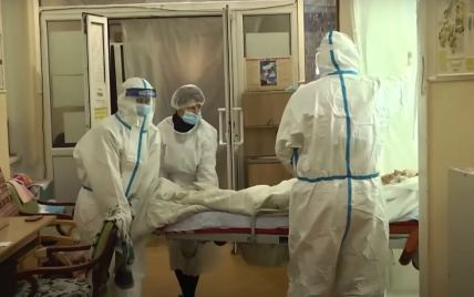 """""""Коли пацієнт помирає, то інший вже телефонує родичам"""": у лікарні на Буковині реанімація заповнена хворими"""
