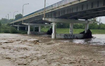 На Буковине из-за сильных ливней в реке Прут ожидается подъем уровня воды до 3 метров