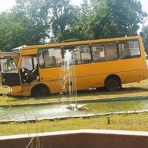 У Черкасах маршрутка зіткнулася з пожежною машиною – постраждав водій автобуса