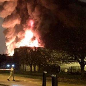 Біля Лондона пролунала серія вибухів і зайнялася велика пожежа