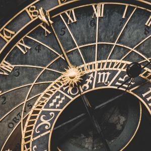 """На самом ли деле экономит энергию и """"убивает"""" людей: мифы и факты о ежегодном переводе часов"""