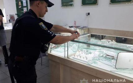В Киеве мужчина с ружьем ограбил ювелирный магазин