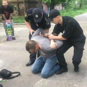 В Запорожье в участников ЛГБТ-акции бросили петарду, пострадал полицейский