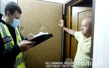 В Киеве на Подоле у мужчины изъяли автомат Калашникова и 750 патронов (фото)