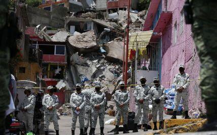 У Мексиці велетенська скеля за лічені миті поховала під собою 4будинки, під завалами сподіваються знайти вцілілих