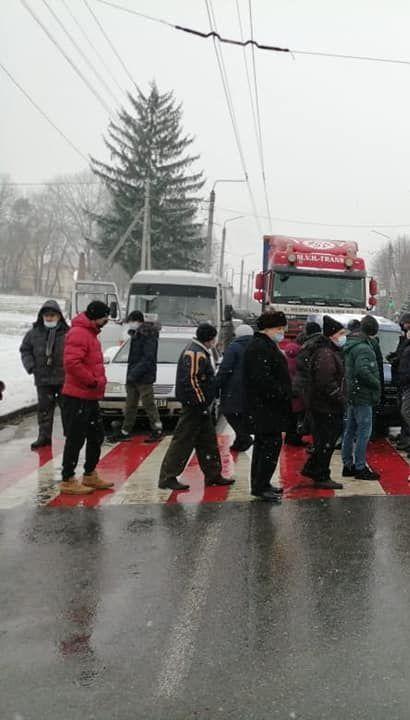 Тарифні протести: під Івано-Франківськом люди перекрили державну трасу