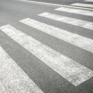 ДТП на переходе: в Киеве автомобиль сбил мужчину, который шел на зеленый свет