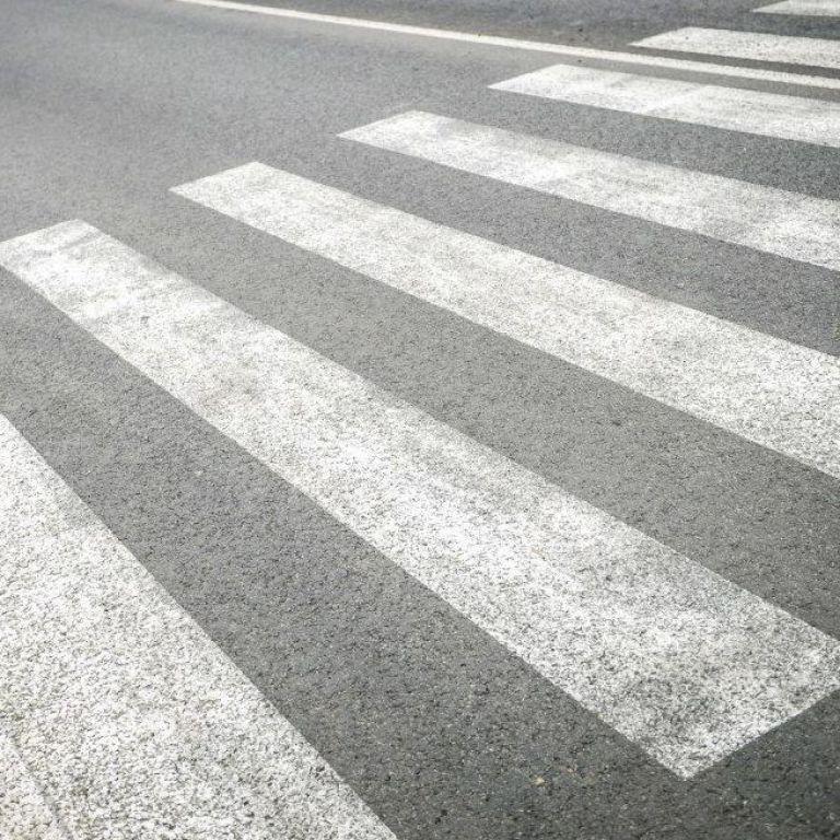 Наїхав на тіло і протягнув за собою: в Дніпрі водій легковика на пішохідному переході збив чоловіка