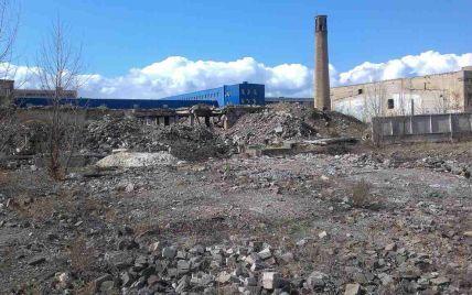 """На территории столичного завода """"Радикал"""" до сих пор хранятся опасные для жизни химические отходы - активист"""