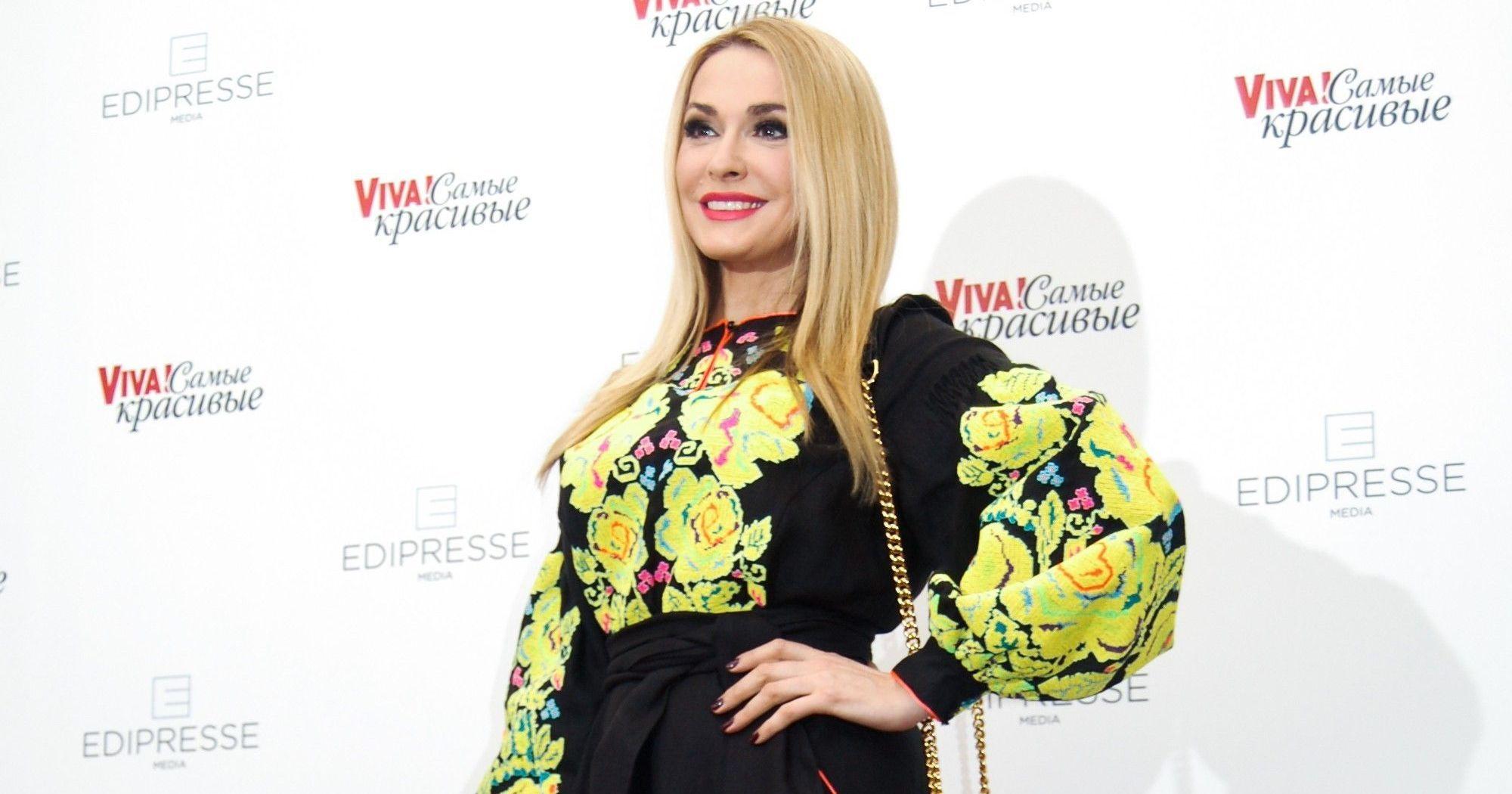В платье-вышиванке и с сумочкой Moschino: Ольга Сумская блистала на красной дорожке в эффектном образе