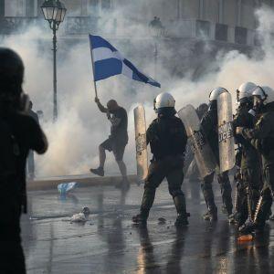 """""""Нет"""" обязательной вакцинации: в Греции тысячи людей вышли на протесты"""
