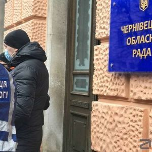 """В """"красных"""" Черновцах к пикетам предпринимателей присоединились рестораторы"""