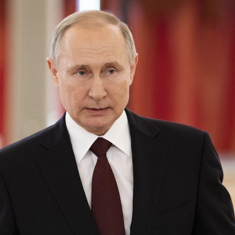 Путін прибув до анексованого Криму, аби дати початок будівництву нових десантних кораблів ВМФ РФ
