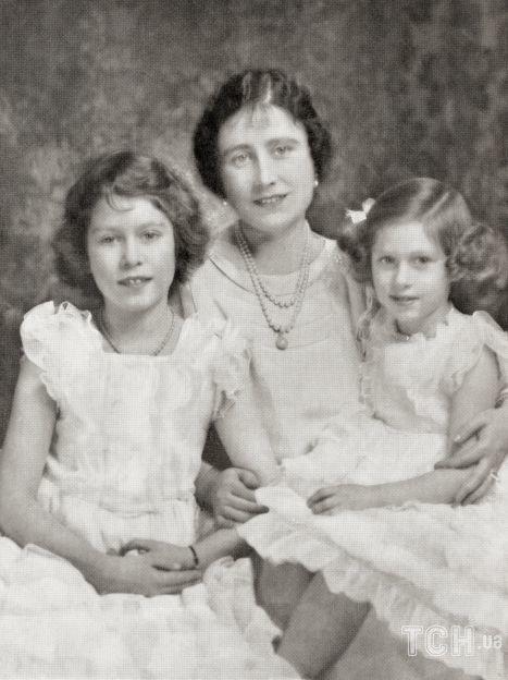 Королева Елизавета II с матерью Елизаветой Боуз-Лайон и сестрой Маргарет / © Getty Images
