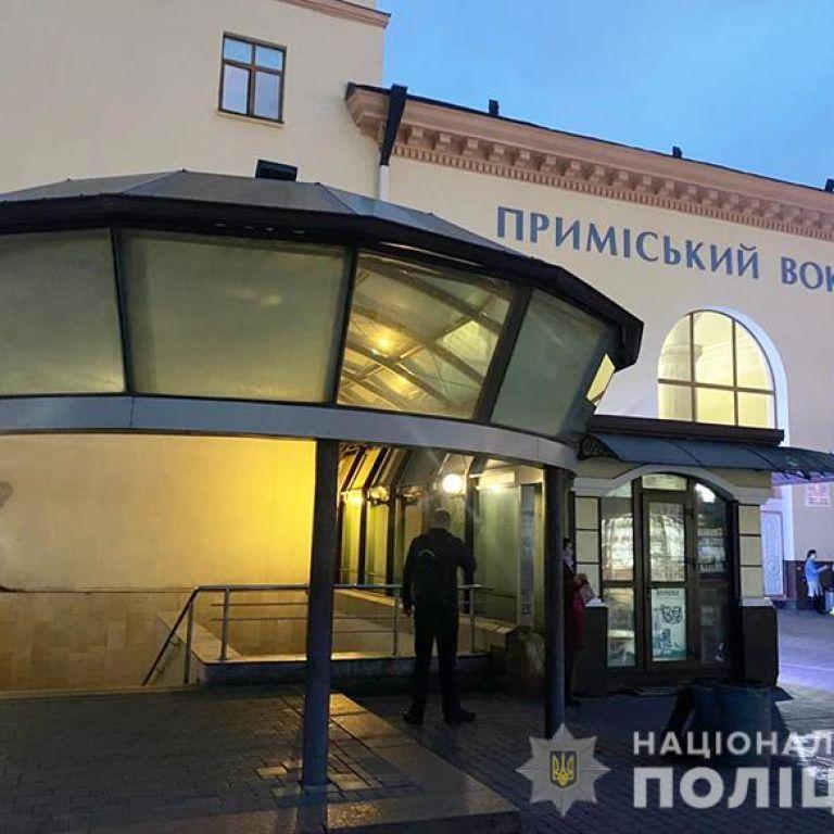 У Києві на вокзалі пасажир випив із незнайомцем у кав'ярні, а отямився без речей та грошей у лікарні: фото